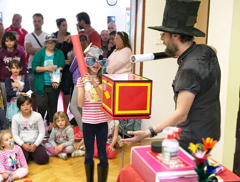 Kouzelník Čáry Kluk nebo Čáryfuk? Kouzelník pro děti...