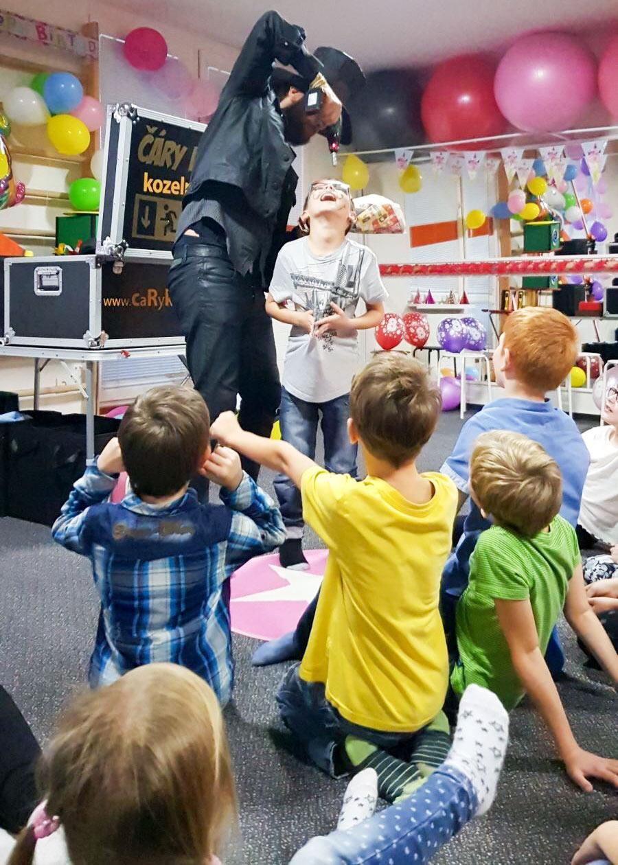 Kouzelník pro děti ČÁRY KLUK
